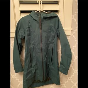 Lululemon green rain jacket size S